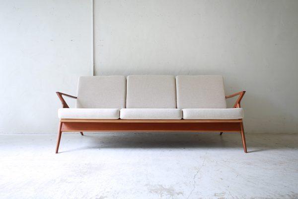 北欧ヴィンテージ家具のPoul Jensenデザインによるチーク材3人掛けソファ