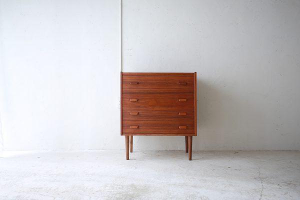 北欧ヴィンテージ家具のチーク材ドレスチェスト
