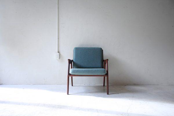 北欧ヴィンテージ家具のチーク材イージーチェア(一人掛けソファ)