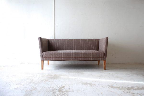 北欧ヴィンテージ家具のGrete Jalk(グレーテ・ヤルク)デザインによるオーク材2人掛けソファ