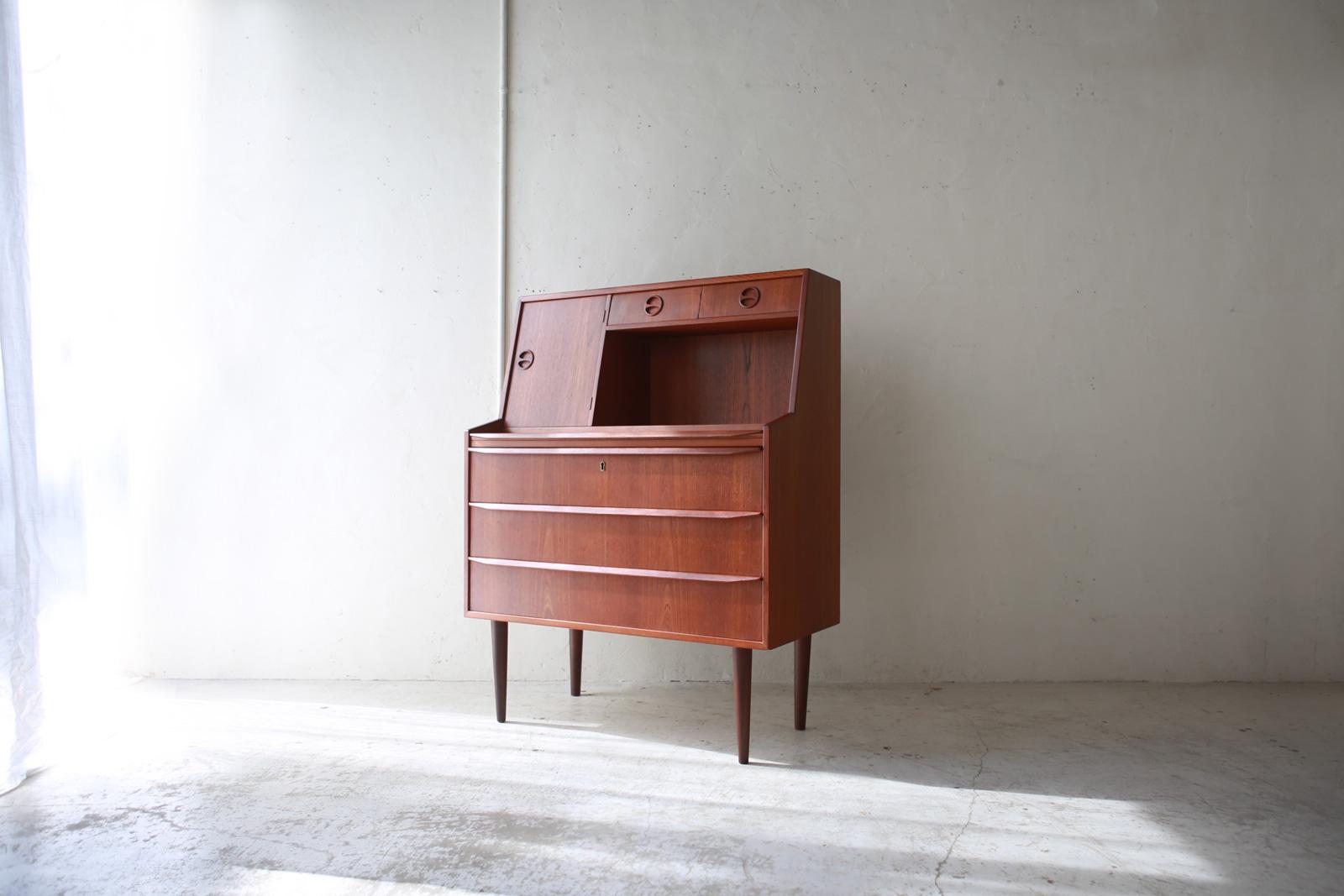 北欧ヴィンテージ家具のチーク材ライティングビューロー